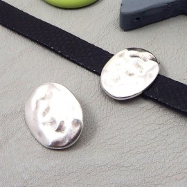 Passe cuir ovale martele plaque argent 19x24mm pour cuir plat 10mm