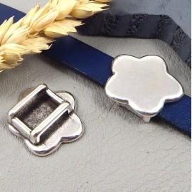 Passe cuir fleur plate plaquee argent pour cuir plat 10mm