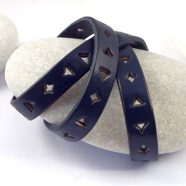 Cordon cuir plat 10mm perfore triangle et carre bleu navy par 20cm