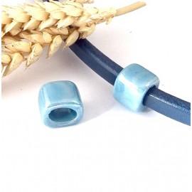 Passe cuir rondelle large ceramique bleue pour cuir regaliz