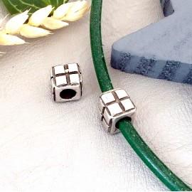 1 perle carree geometrique plaquee argent pour cuir 4 ou 5mm