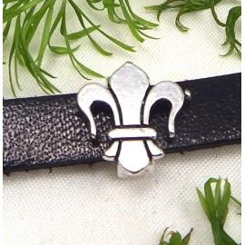 passe cuir fleur de lys argentee pour cuir plat 10mm