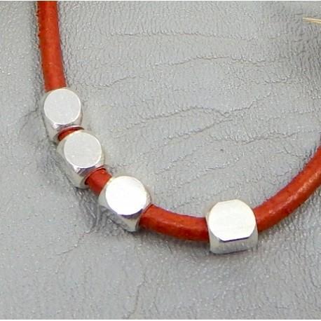 4 perles carrees plaque argent 4mm pour cuir 2mm