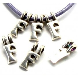 Lettre F pendentif alphabet plaque argent