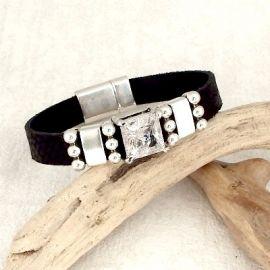 Bracelet cuir noir ecailles avec strass et perles argent
