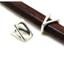 Passe cuir lettre V pour cuir regaliz
