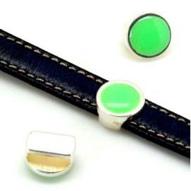 Passe cuir rond zamak et résine verte