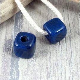 Perle passante cube bleues brillant pour cuir rond