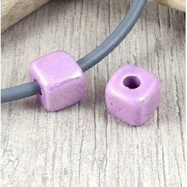 Perle passante cube mauve brillant pour cuir rond