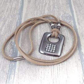 Kit collier cuir taupe pendentif gun metal et strass