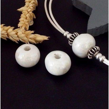 1 perle ronde ceramique artisanale ivoire pour cuir 3mm