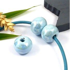 1 perle ronde ceramique artisanale bleu ciel irise pour cuir 3mm