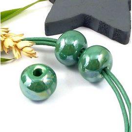 1 perle ronde ceramique artisanale bleu vert irise pour cuir 3mm
