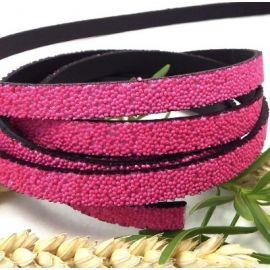 Cordon plat synthetique caviar fuchsia 10mm par 20cm