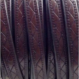 Cuir plat 8mm marron fonce grave geometrique par 20cm