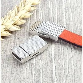 5 Fermoirs magnetiques rock texture argent cuir 10mm