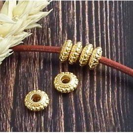 4 perles rondes ciselées flashe or pour cuir 2 mm