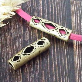 Passant tube motif ethnique evide courbe 30mm plaque bronze pour cuir 4mm
