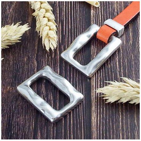 Intercalaire originalrectangle martele argent 35x26mm pour cuir plat ou rond