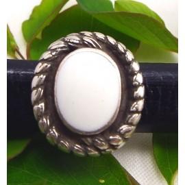 Perle passante cabochon blanc pour cuir regaliz