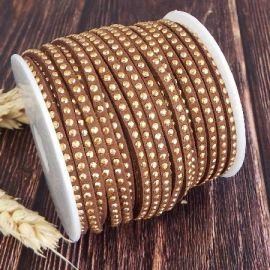 Cordon suedine marron 3mm avec 1 rang de strass dore