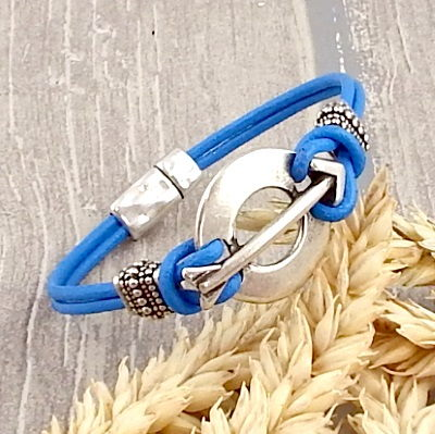 Bracelet cuir bleu vif flèche argent