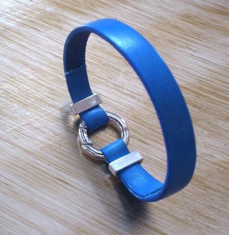 Bracelet retours colles affines avec couteau a parer