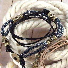 Cuir noir perles noires translucides